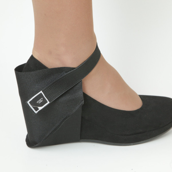 Juoda užkulnių apsauga dešiniam batui