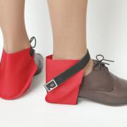 Raudonos užkulnių apsaugos batų porai