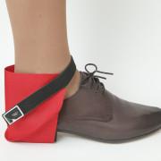 Raudona užkulnių apsauga dešiniam batui